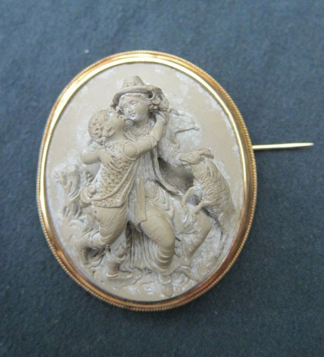 18 karaat Geel goud - brooch with deeply carved lava stone cameo