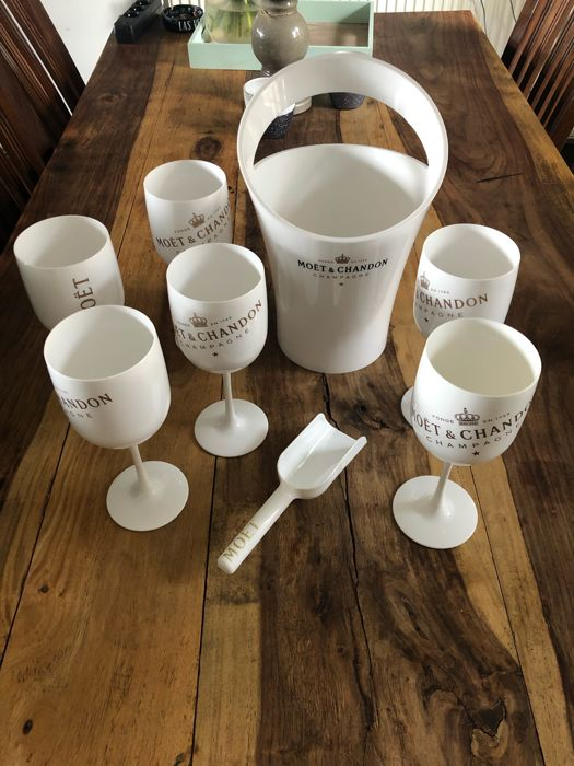 Set of Moët et Chandon Ice accessories with 6 glasses, 1 champagne bucket and 1 ice-scoop - Champagne - 0 Bottle (0.75L)