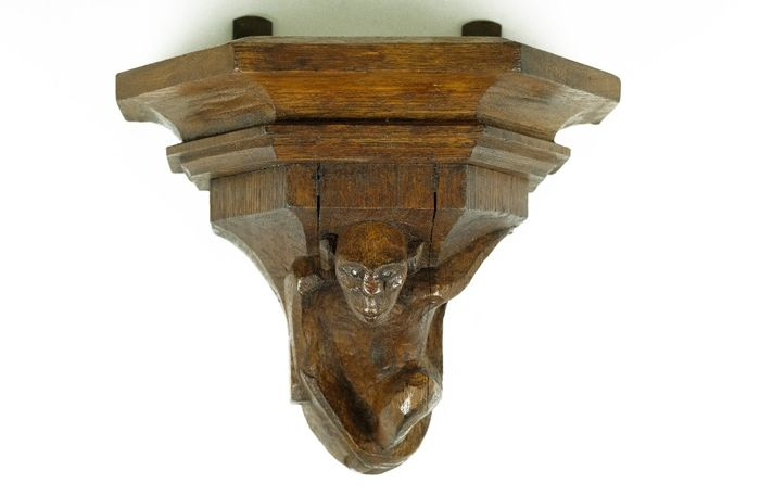 Wall console with representation of monkey - Oak, Wood - Approx. 1920