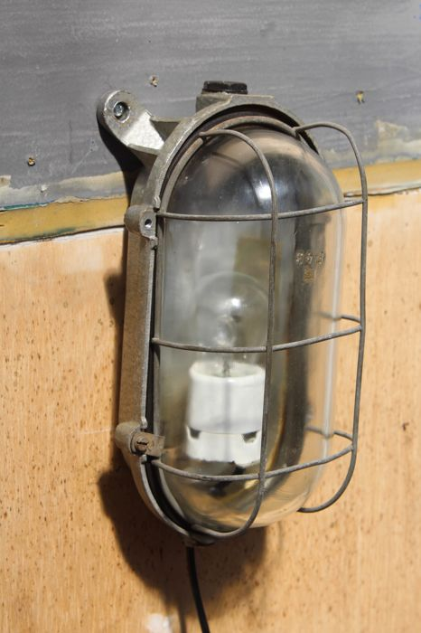 Wall lamp with metal frame