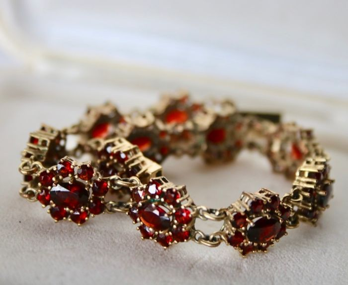 Gold-plated - Around 1900 /'20 antique bracelet - 10.00 ct old cut Bohemian Garnets - Garnets