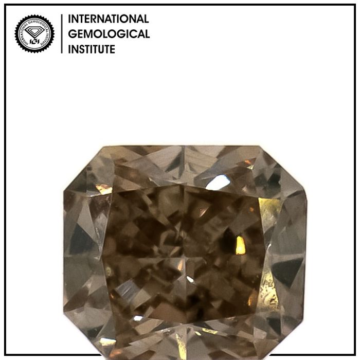 Diamante - 0.45 ct - Radiante - fancy light brown - SI1