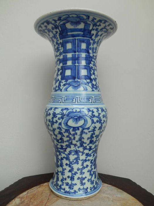 porcelain yen yen vase with a decoration of lucky signs - Porcelain - China - Late 19th century