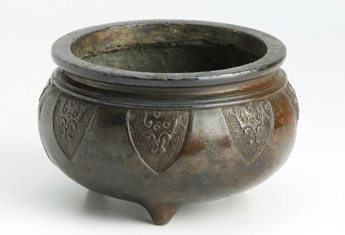 Incense burner decoration - copper - Daming Xuande annual style incense burner - China - Late 20th century