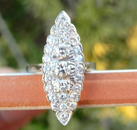 Imposante marquise 0,86 CT diamants - 18 kt Weißgold - Ring