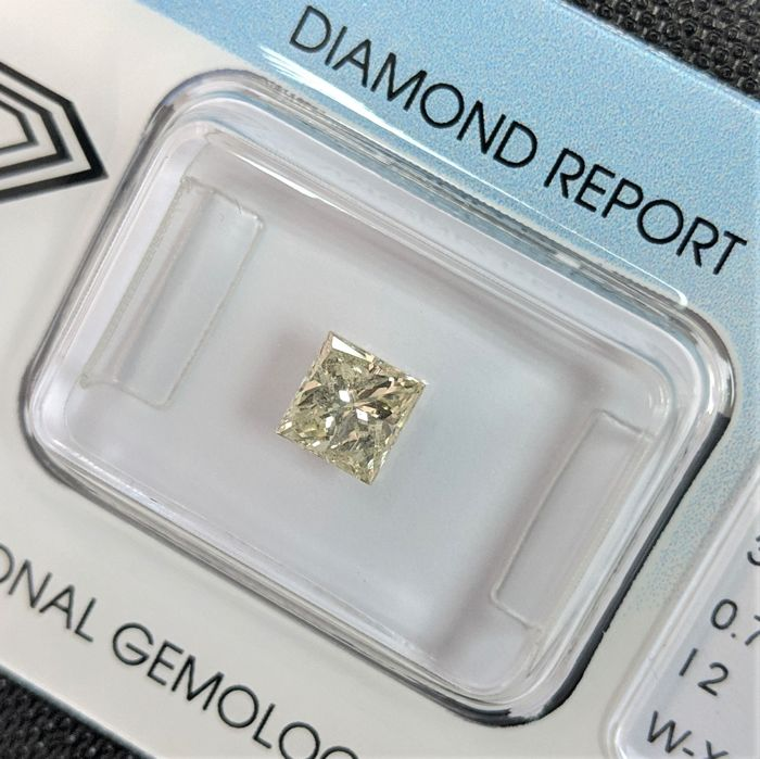 Diamond - 0.71 ct - Princess - Yellow - I2, IGI Antwerp - No Reserve Price