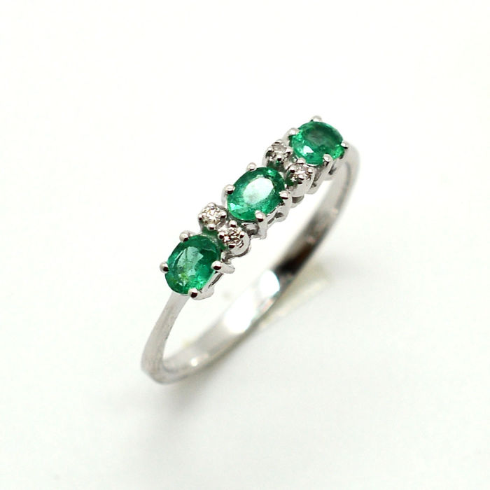 18 kt. White gold - Ring - 0.50 ct Emerald - Diamonds