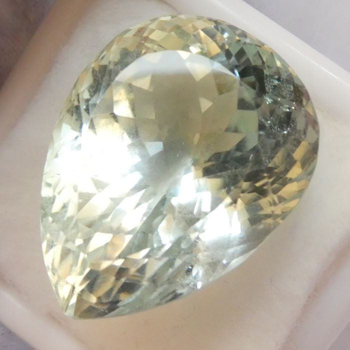 Aqua Spodumene - No Reserve Price - 56.80 ct