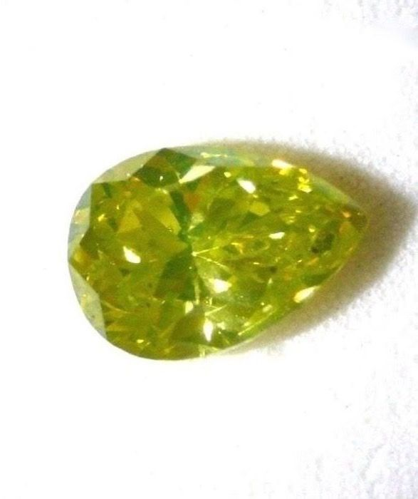 1 pcs Diamant - 0.81 ct - Poire - fancy intens greenish yellow - SI2