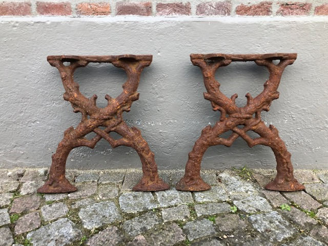 A set of naturalistic bank supports - Iron (cast) - 20th century