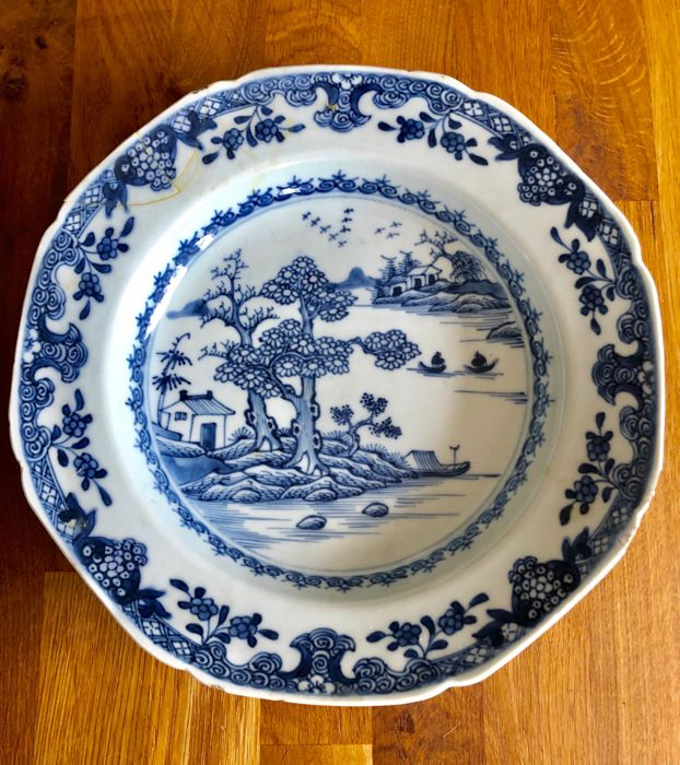 Plate - Blue and white - Porcelain - China - Qianlong (1736-1795)