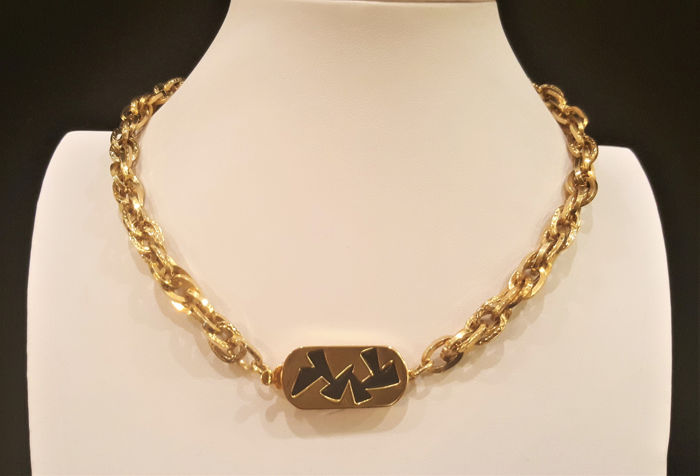 GIVENCHY Gold toned metal - Chain link Necklace -Oriental clasp