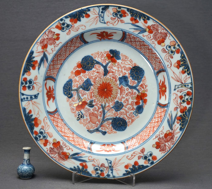 Bord - Porselein - Decoration of valuables and intrinsic blossom decor - China - ong. 1730