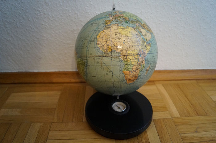 Globus; Columbus Verlag Berlin Erdglobus ca. 1950 - Paul Oestergaard Berlin - small table globe with beautiful wooden base and compass a gem