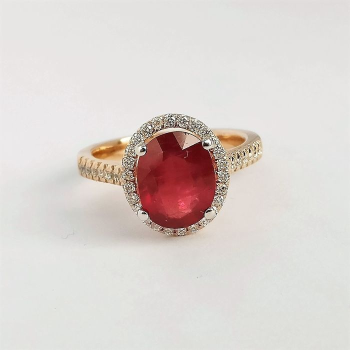18 kt. Bicolour - Ring - 3.43 ct Ruby - Diamonds