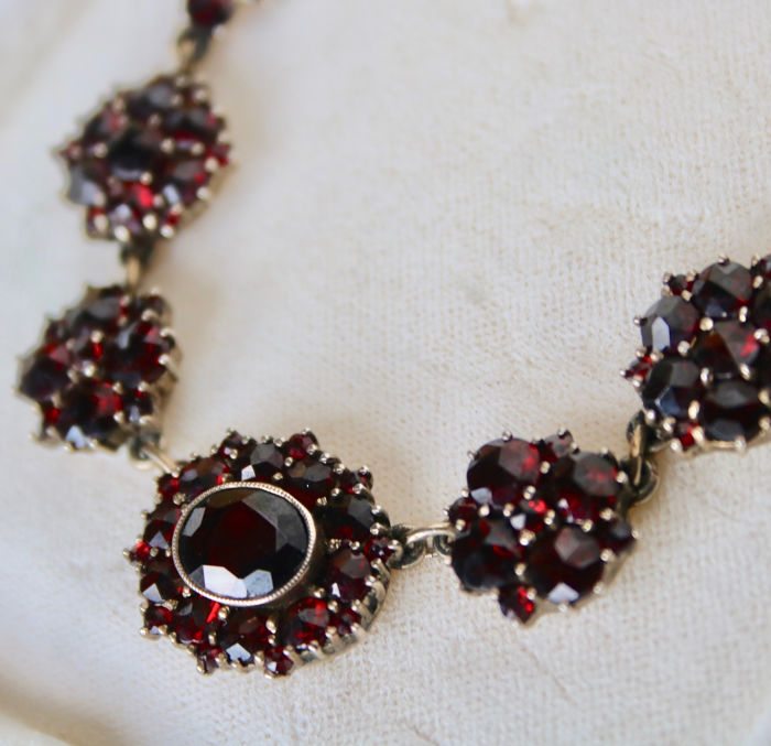 Second grade old Silver - Ca. 1900 Handcrafted Necklace - 9.24 ct Old cut Bohemian garnets