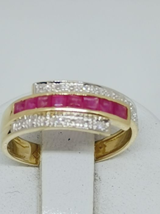 18 kt. Yellow gold - Ring - 0.56 ct Ruby - Diamonds