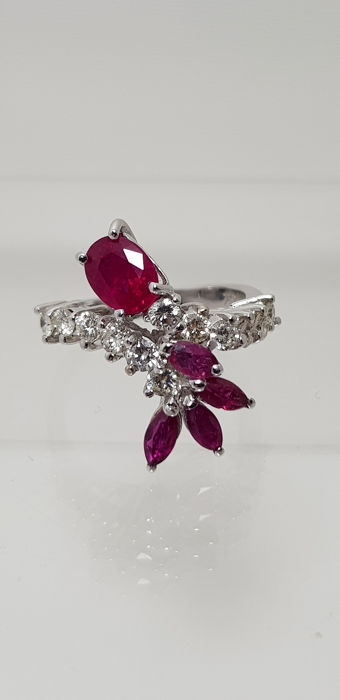 18 kt. White gold - Ring - 0.80 ct Ruby - Diamonds