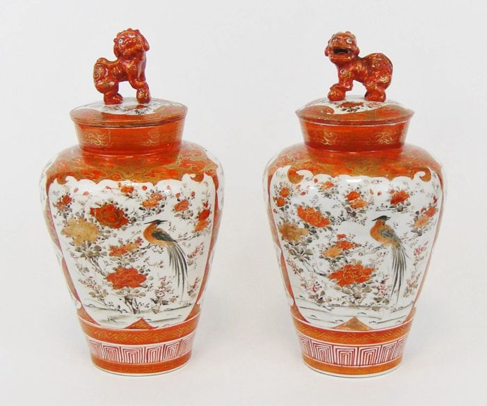 Kutani, Vases (2) - Kutani zo 九 谷 造 - Porcelain - Bird, Flowers, Foo dogs - Japan - Meiji period (1868-1912)