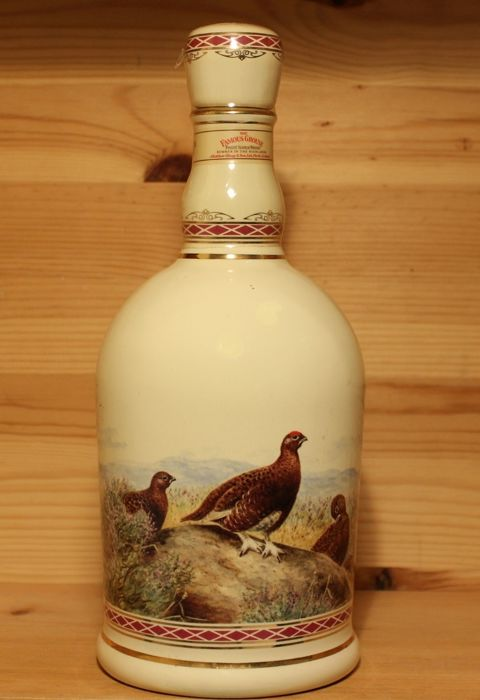 Famous Grouse Porcelan Decanter gilded with 24 carat Gold - 70cl