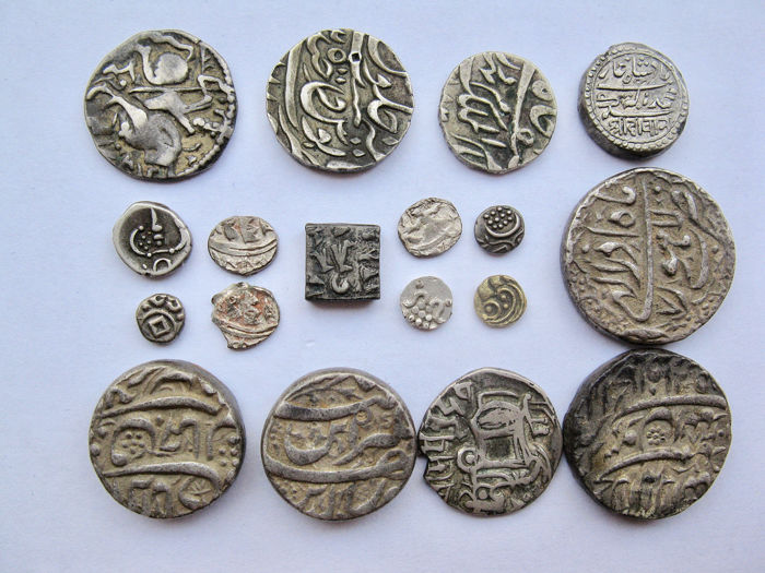 Inde - Lot Comprising 18 AR & AV coins ca. 11th/19th century  - Argent, Or