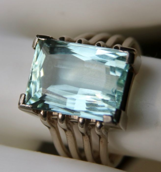 18 kt. White gold - Handcrafted Ring - 10.00 ct Aquamarine - Excellent state