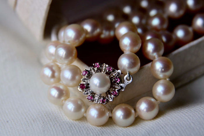 18 kt. Akoya pearls, Gold, 7,7-7,8 mm - Necklace, 47.5cm - 0.10 ct Ruby