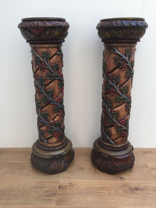 Kolom, Pair - Carved with vines and acanthus leaf motifs, Voetstuk (2) - Hout - 19e eeuw