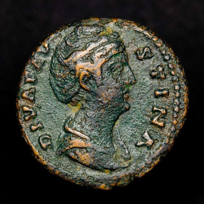 Romeinse Rijk - Bronze Dupondius (9,65 g. 25 mm.) minted in Rome after her deaht in 141 A.D. -  AVGVSTA/ S C.