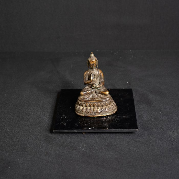 Beeld - Brons - Chinese charming statuette of the buddha - China - Qing Dynastie (1644-1911)