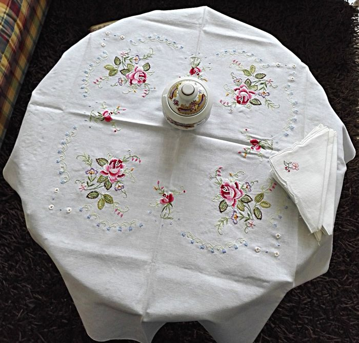 Refined Tablecloth Tea Embroidered with 6 Napkins - Handmade - High Craftwork - Quality Cotton