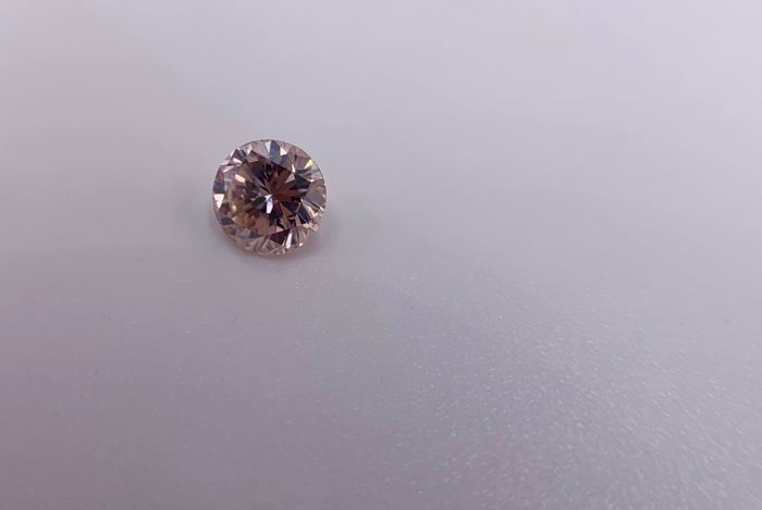 1 pcs Diamante - 0.38 ct - Brillante, Redondo - fancy brownish pink - -