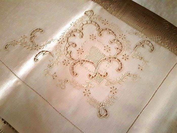 Very rich sheet in pure linen with embroidery carving and full stitch all completely by hand - Linen - AFTER 2000