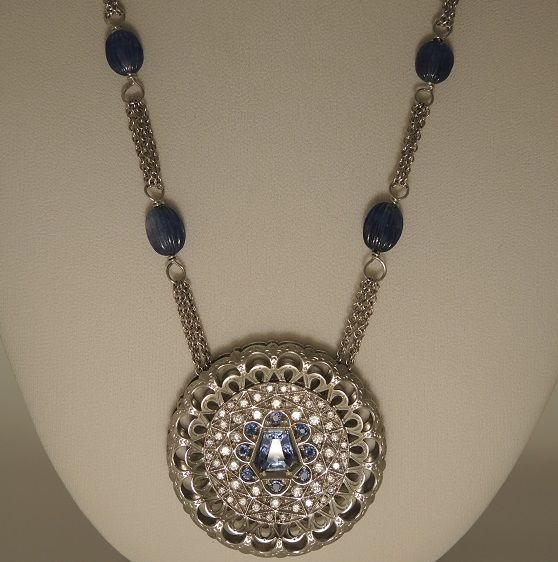 B&C gioielli - 18 kt. White gold - Necklace with pendant Sapphire