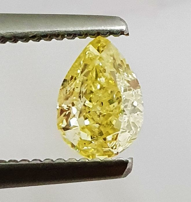 Diamante - 0.61 ct - Pera - Natural Fancy Vivid Yellow - SI2