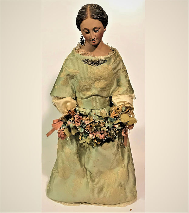 Spanish School - A beautiful sculpture of Our Lady of Encarnation with original dress - Polychrome Wood Carving and Original Dress - Late 18th century
