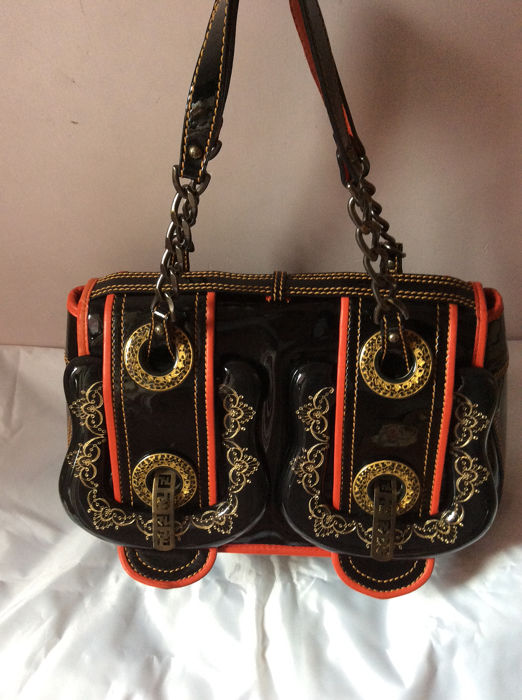 Fendi - Limited edition Black/Red Patent Leather and Acrylic Filigree B   Sac à main