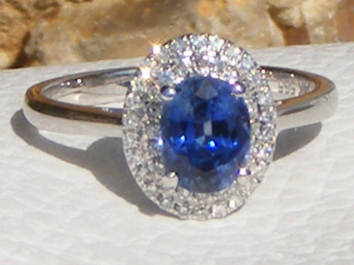 14 kt. White gold - Ring - 1.55 ct Blue Sapphire VVS1 certified unheated by GIA Laboratory - and Diamonds - No reserve price