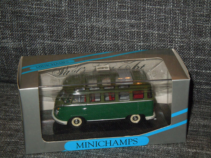 MiniChamps - 1:43 - Volkswagen Bus T1 Samba with Open Roof