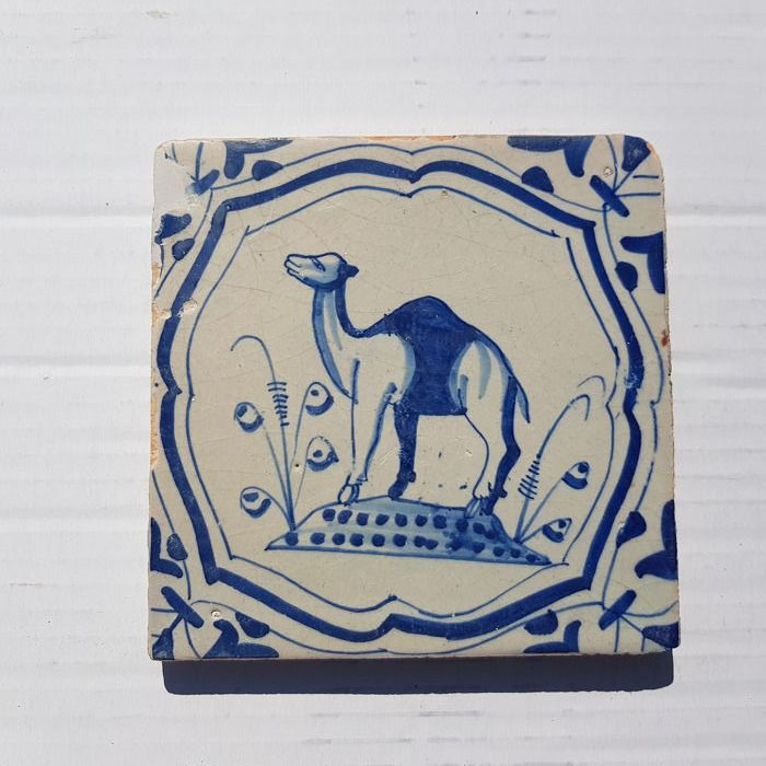 Antique tile with dromedary (1) - Earthenware