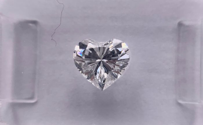 1 pcs Diamante - 0.77 ct - Brillante, Cuore - E - VVS1