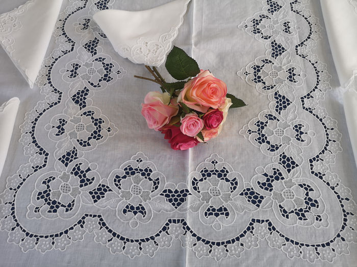 Rich tablecloth x12 (with 24 napkins) in pure linen with Intaglio and Punto Rica embroidery by hand - Linen