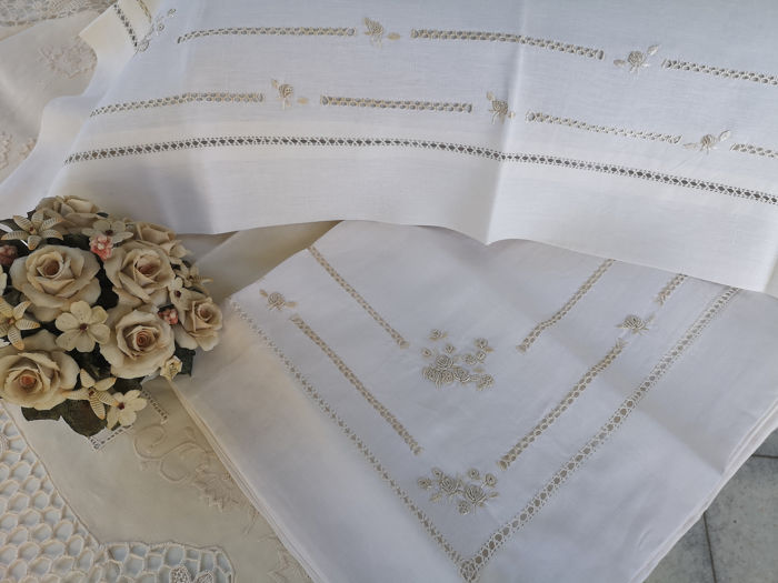 Pure linen linen with hand embroidered golden stitch - Linen
