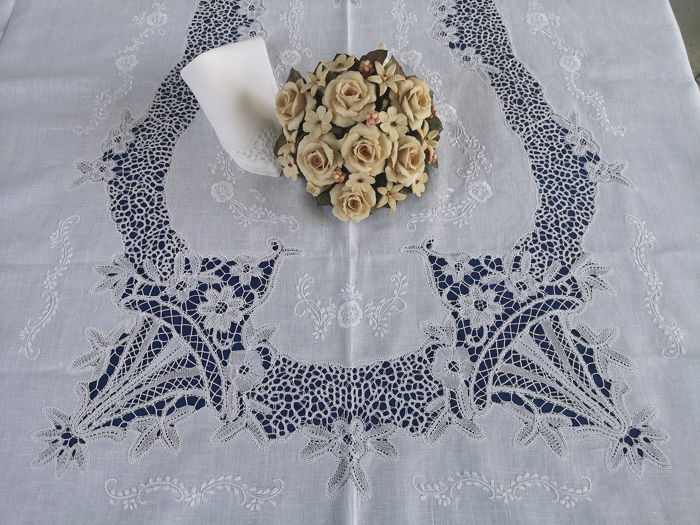 VERO CAPOLAVORO!!! - Spectacular tablecloth x12 (with 24 napkins) pure linen and 'Cantu' by hand - Linen