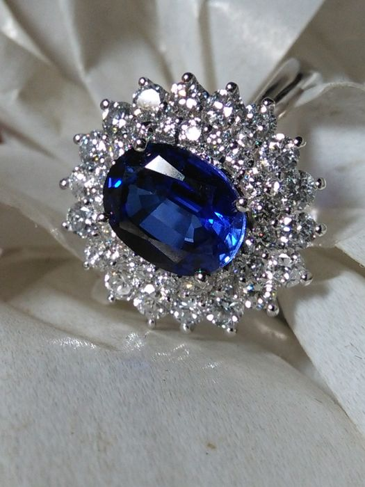 Totale 4,75 ct. Anello cocktail - 18 kt. White gold - Ring Diamond - Sapphire