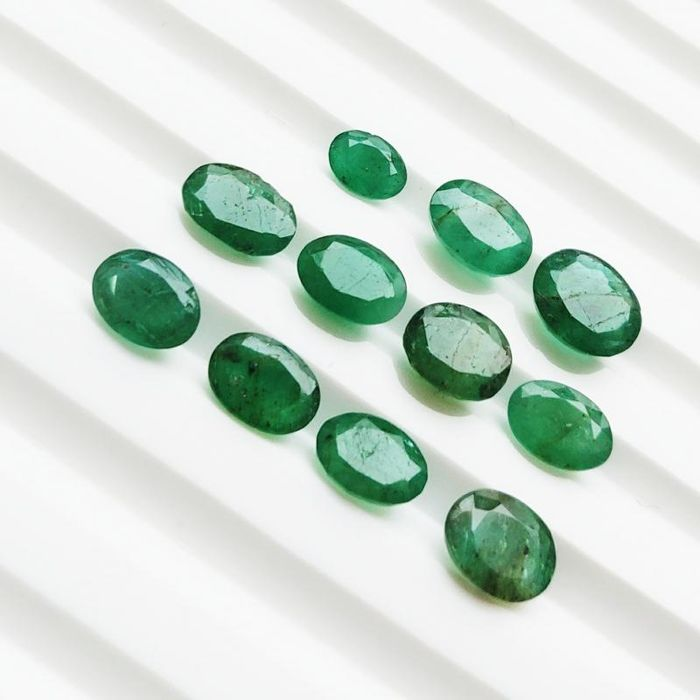 11 pcs Green Emerald - 8.87 ct