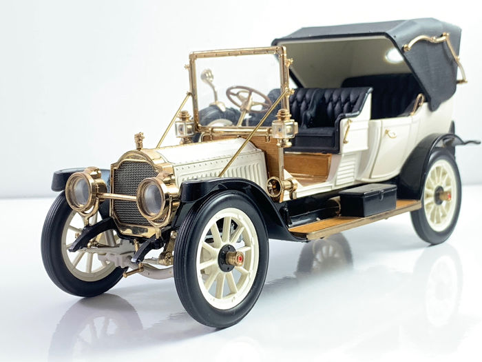 Franklin Mint - Luxury Model of the Packard Victoria from 1912 with gold plated accents for sale