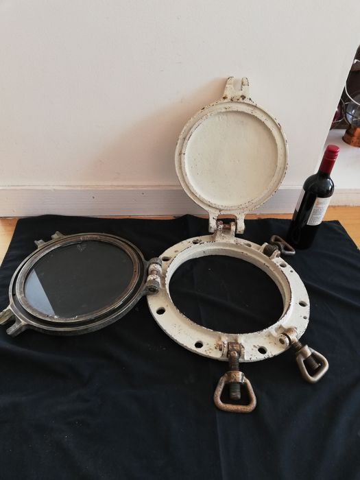 Enormous Antique Ship's Porthole.  - Bronze Glass cast steel  - Early 20th century