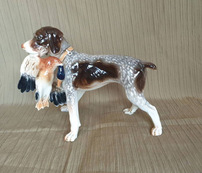 Russian porcelain painter (1) - Hunting dog with duck