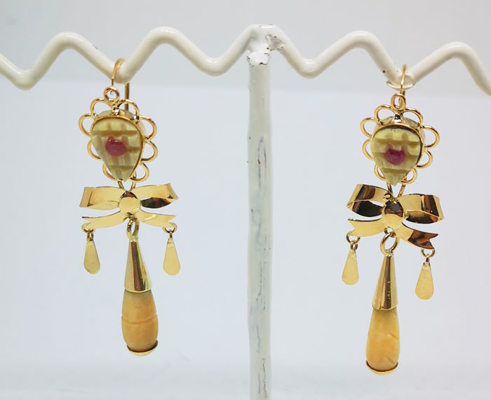 18 kt. Yellow gold - Earrings rubies and bone